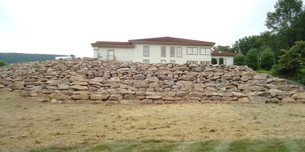 A picture of the retaining wall installed by L. Marki and Son, Inc.